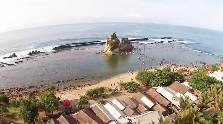 Wahana Pantai Sawarna Tanjung Layar Memukau Lebak Banten Satu Lokasi