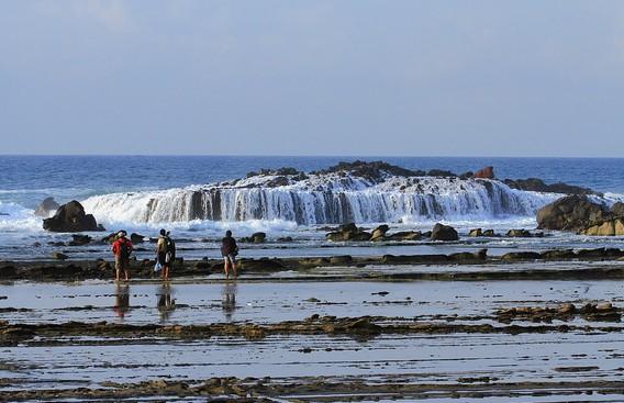 Destinasti Keindahan Wisata Pantai Karang Taraje Sawarna Lebak Banten Sarankan