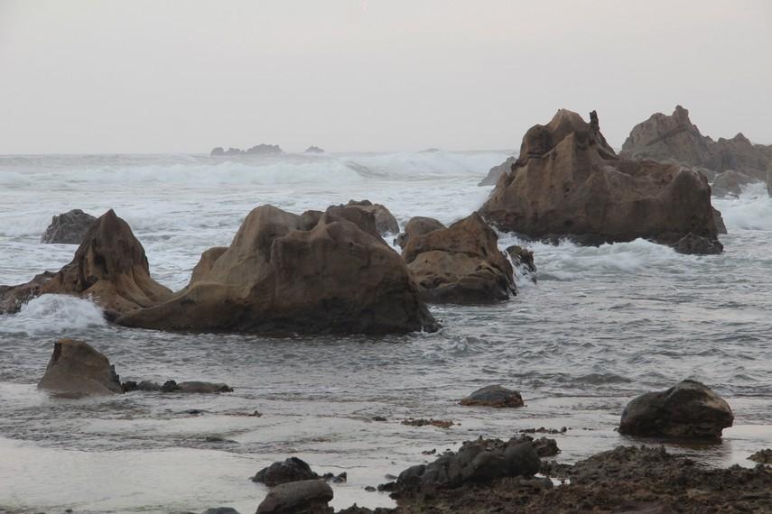 Memandangi Hempasan Ombak Pantai Karang Songsong Indonesiakaya Dikenal Masyarakat Sekitar