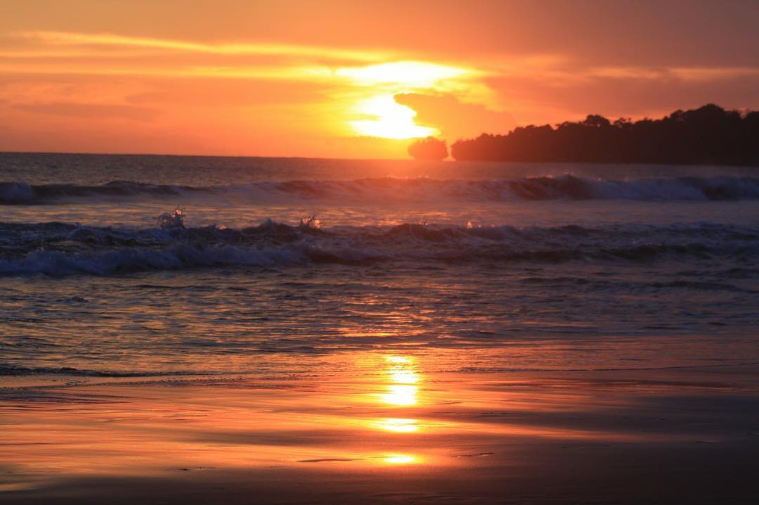 Tentang Pantai Sawarna Banten Karangsongsong Kab Lebak