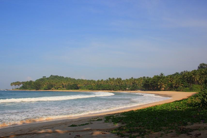 Lembutnya Pasir Pantai Legon Pari Desa Sawarna Indonesiakaya Berjarak 1