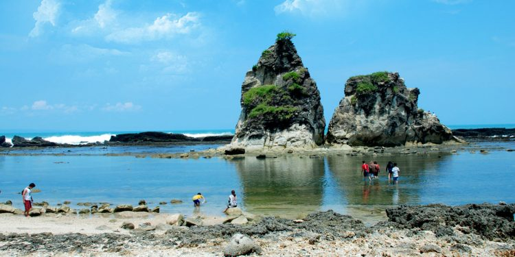 Wisata Nasional Pantai Sawarna Banten Kab Lebak