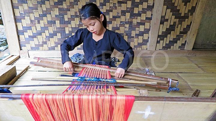 Wanita Muda Penenun Kain Baduy Luar Foto Tempo Anak Perempuan