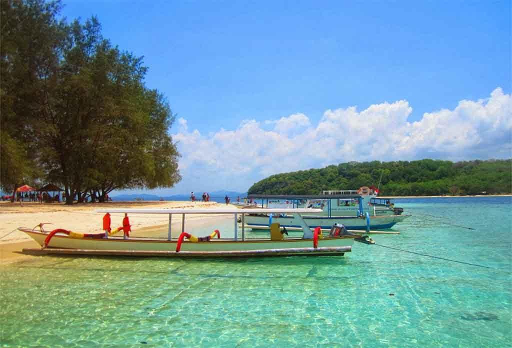 Day Trip Gili Nanggu Tangkong Sudak Kedis Kapal Bersandar Lombok