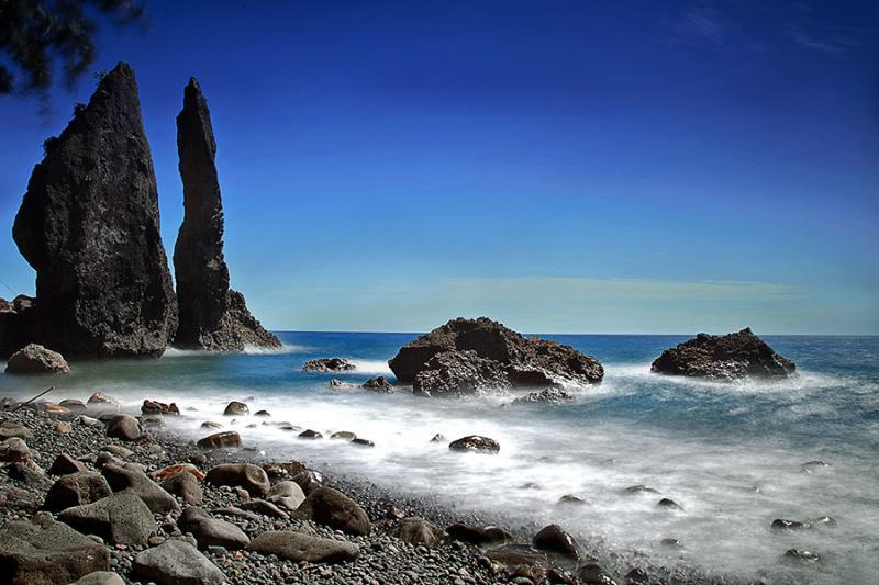 20 Tempat Wisata Lombok Barat Memukau Pantai Batu Layar Pura