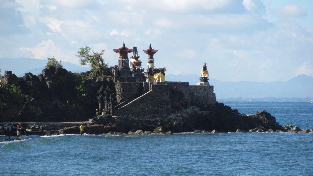 8 Senggigi Indonesia Piece Lombok Visit Batu Bolong Temple Pura