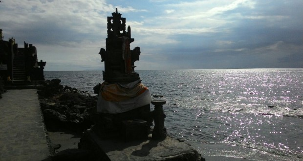 Cahaya Matahari Pagi Pantai Pura Batu Bolong Lombok Barat Ntb