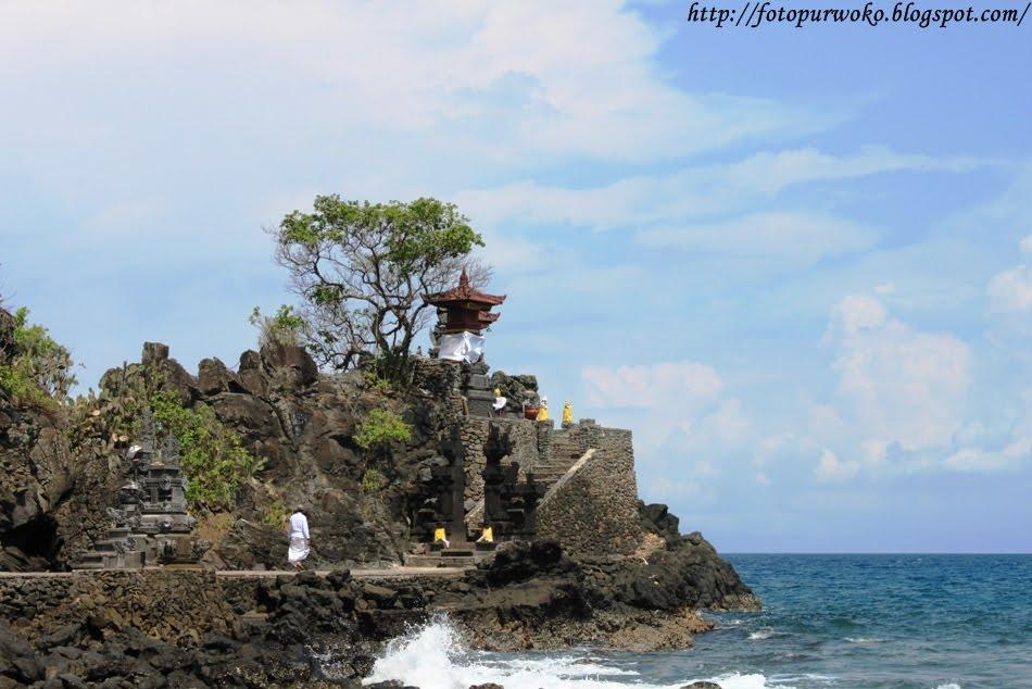 Dunia Foto Pura Batu Bolong Salah Satu Obyek Wisata Nusa