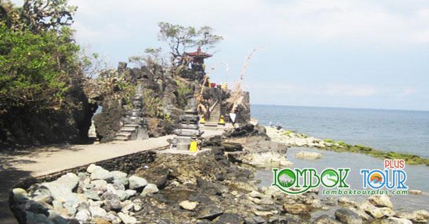 Keistimewaan Pura Batu Bolong Lombok Luar Biasa Indah Kab Barat
