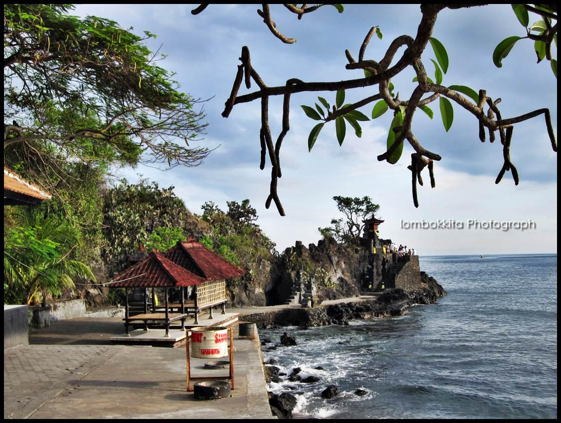 Menikmati Senja Pura Batu Bolong Lombok Jalan Makan Pantai Barat