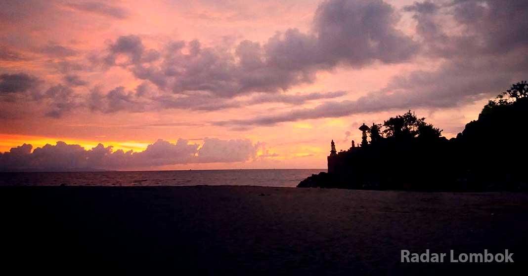 Menikmati Sunset Pura Batu Bolong Kabupaten Lombok Barat Kab