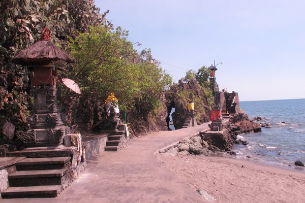 Pura Batu Bolong Lombok Barat Ntb Wisata Backpackers Kab