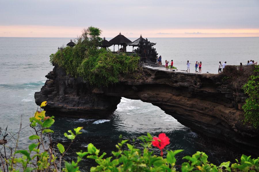 Pura Batu Bolong Lombok Marga Tour Indonesia Berada Atas Sebuah