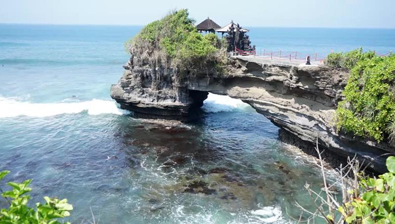 Pura Batu Bolong Lombok Siang Hari Kab Barat