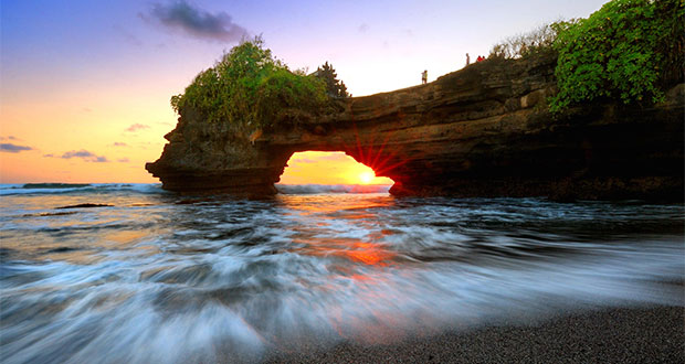 Sejarah Pura Batu Bolong Lombok Kab Barat