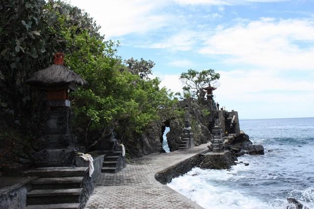 Wisata Batu Bolong Lombok Sih Pura Kab Barat