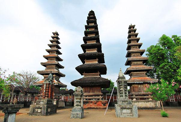 20 Tempat Wisata Lombok Barat Memukau Pura Lingsar Gunung Pengsong