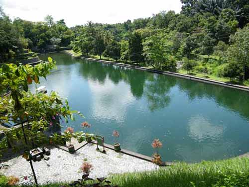 Object Wisata Lombok Gilis Taman Narmada Terletak Desa Lembuak Kecamatan