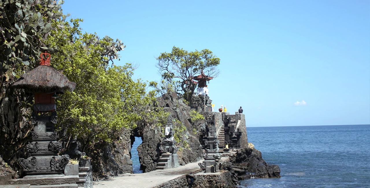 Pura Hindu Lombok Gerbang Wisata Tour Adventure Batu Bolong Gunung