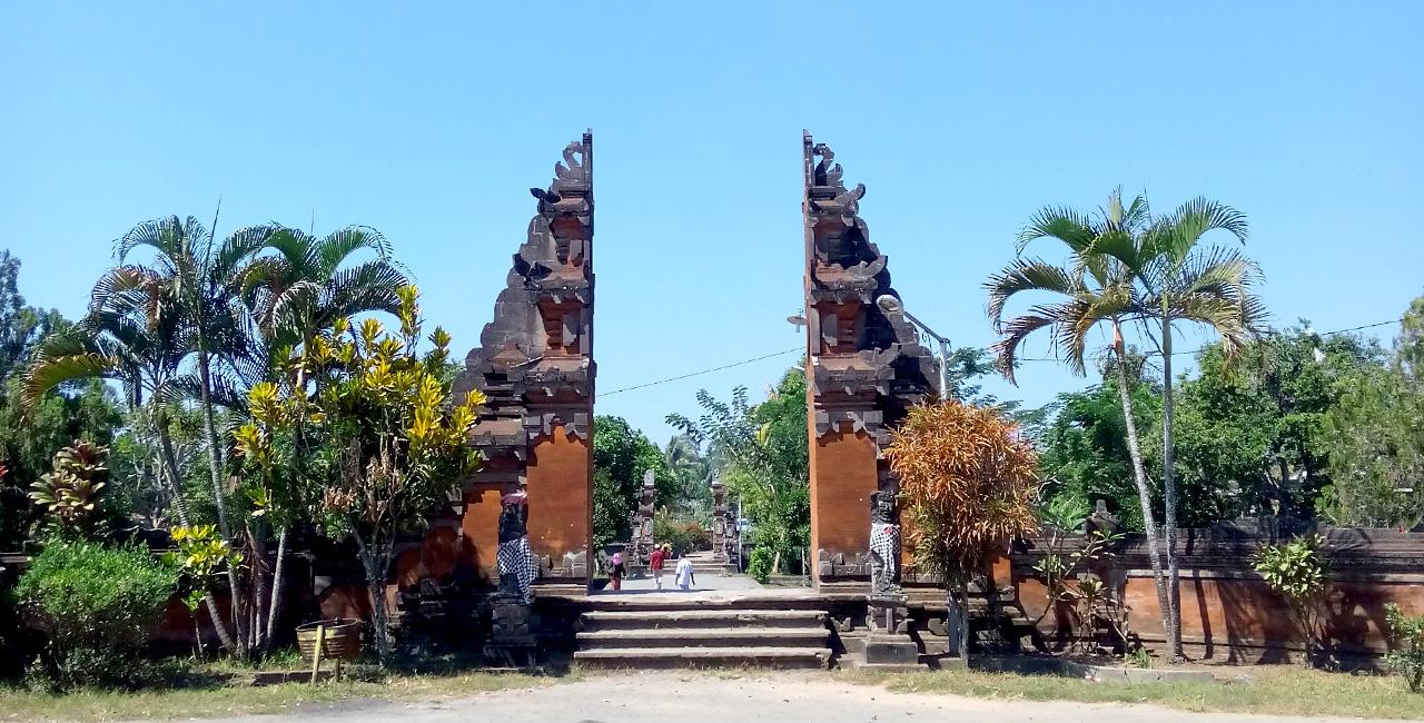 Pura Hindu Lombok Gerbang Wisata Tour Adventure Lingsar Gunung Pengsong