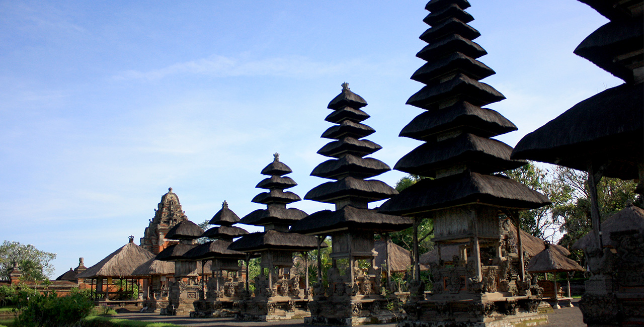 Pura Hindu Lombok Gerbang Wisata Tour Adventure Meru Gunung Pengsong