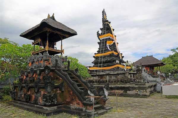 Pura Lingsar Lombok Barat Perang Topat Hindu 3 Pancuran Loji