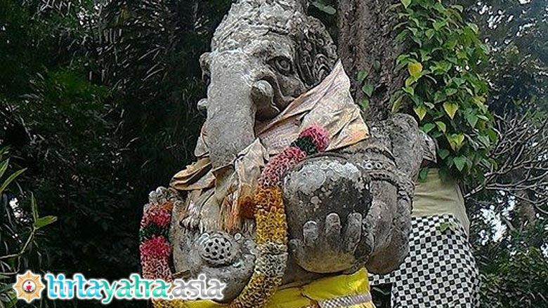 Tirtayatra Asia Pura Gunung Sari Tampak Pelinggih Ganesha Agung Lombok
