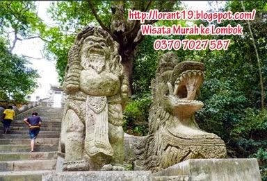 Wisata Lombok Harga Murah Puncak Gunung Pengsong Berdiri Bangunan Pura