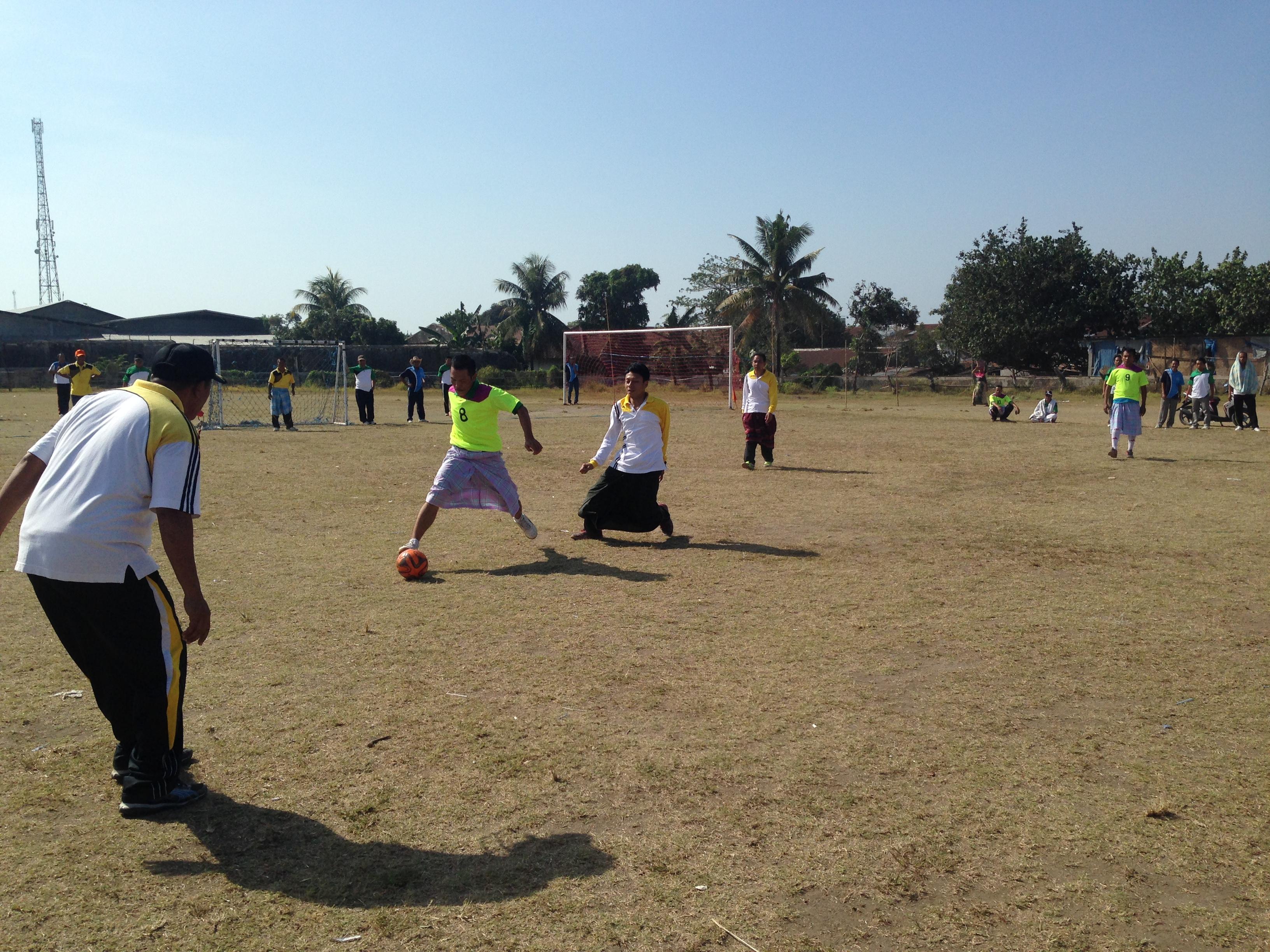 Pemerintah Kabupaten Lombok Tengah Pemenang Lomba Tarik Tambang Sepak Bola