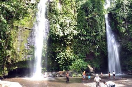 Pesona Wisata Lombok Tengah Keindahan Air Terjun Benang Stokel Pemandian