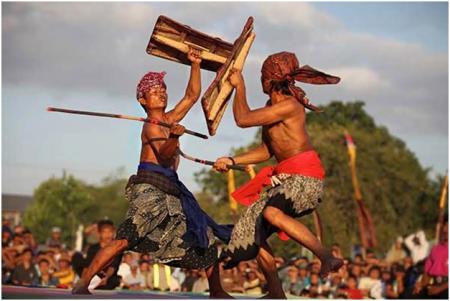 Desa Sade Kearifan Lokal Suku Sasak Bertahan Lombok Kegiatan Rumah