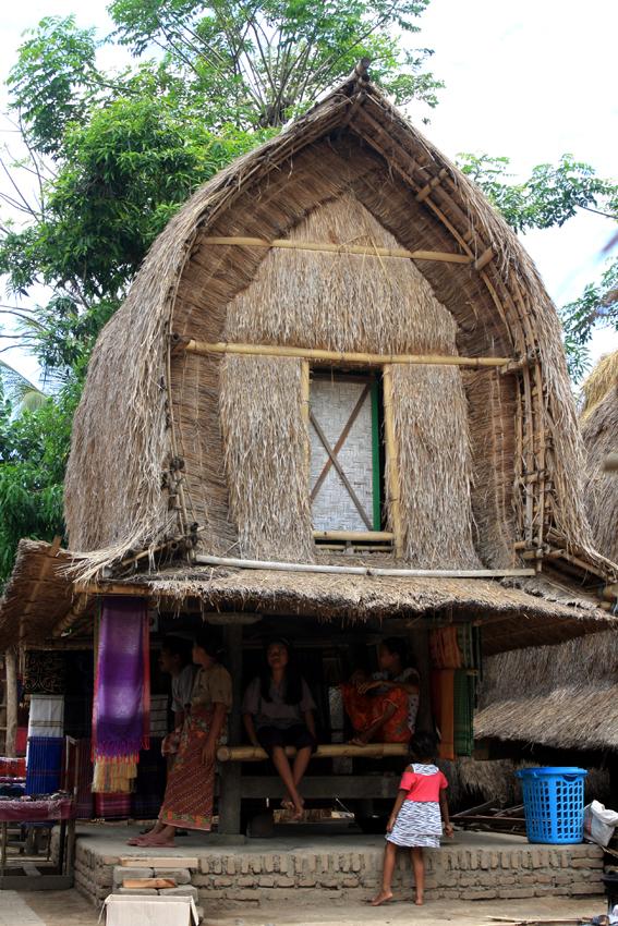 Kampung Wisata Sade Lensakoe Rumah Adat Sasak Ketika Berada Kab