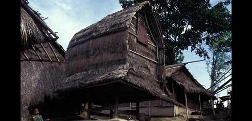 Kanak Semparu Obyek Wisata Pulau Lombok Rumah Tradisional Adat Sasak