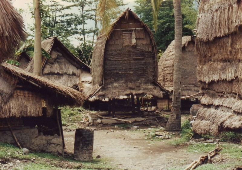 Keunikan Rumah Adat Suku Sasak Lombok Www Transportwisatalombok Sade Kab