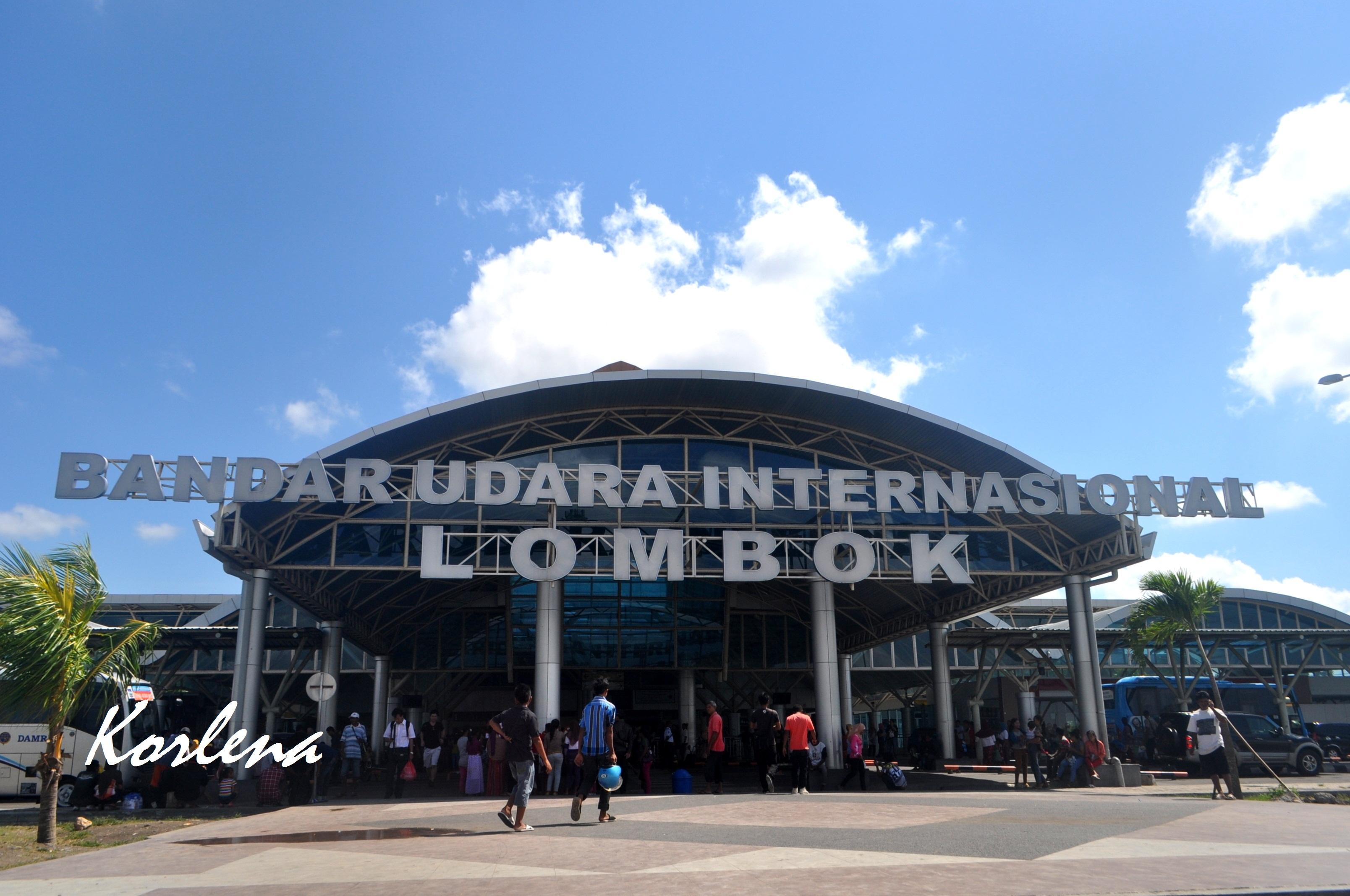 Lombok Bag 1 Beratap Ilalang Kering Desa Sade Tengah Dsc
