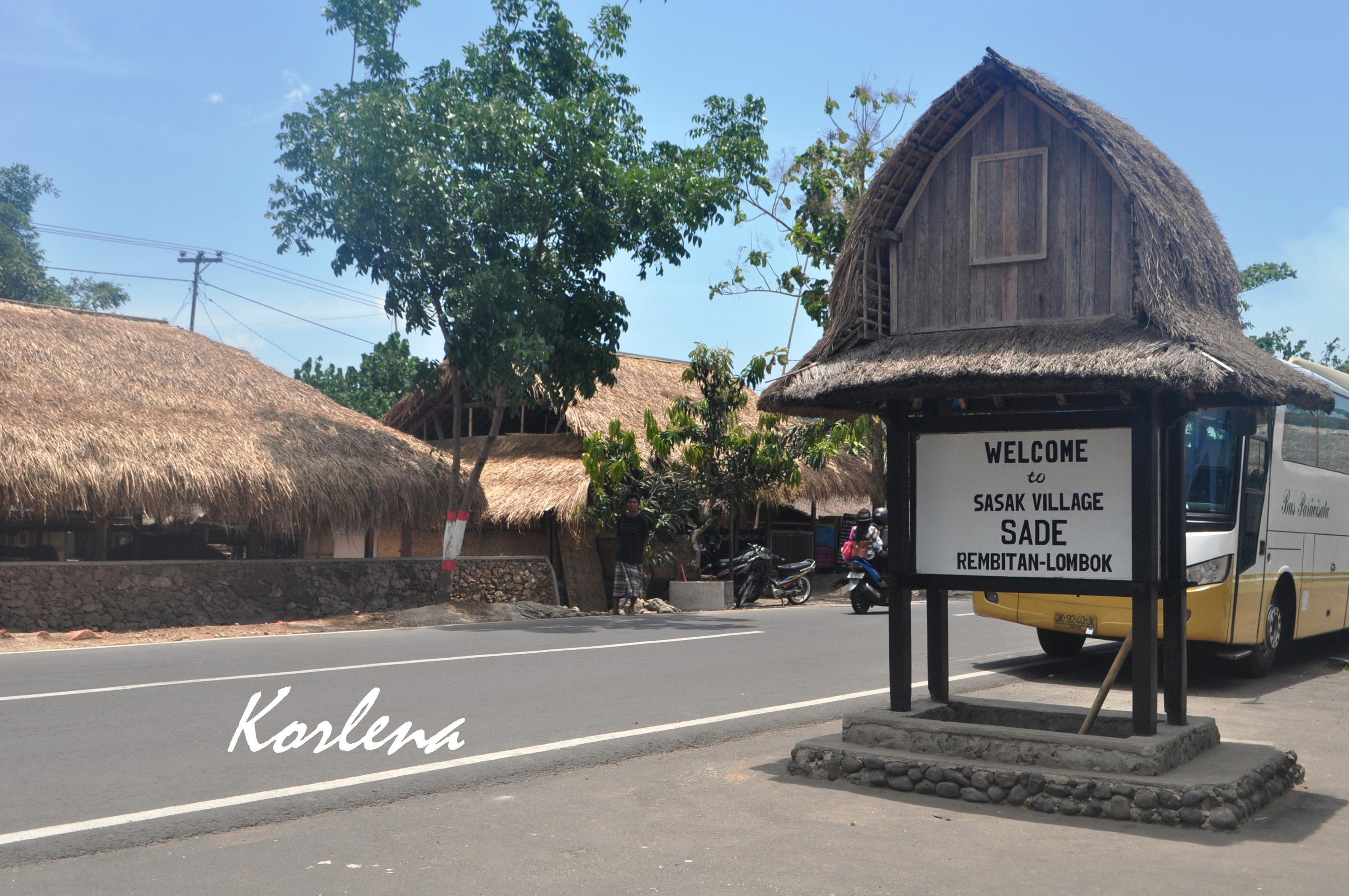 Lombok Bag 1 Beratap Ilalang Kering Desa Sade Tengah Kecamatan