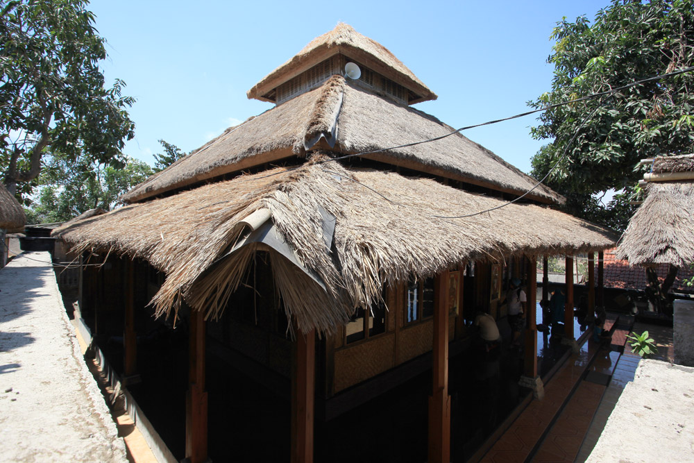 Mampukah Desa Sade Lombok Tengah Bertahan Rumah Adat Kab