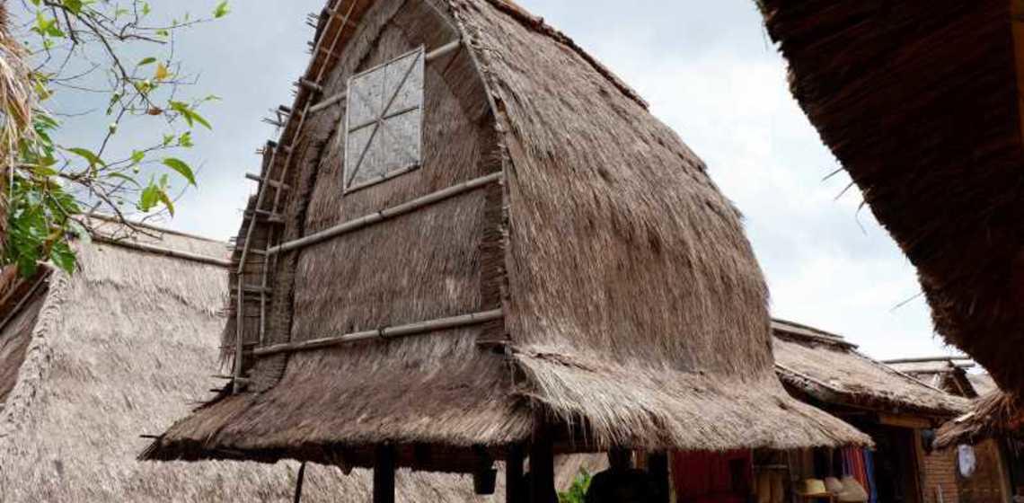 Menilik Rumah Tradisional Budaya Desa Sade Lombok Ulinulin Berlokasi Kecamatan
