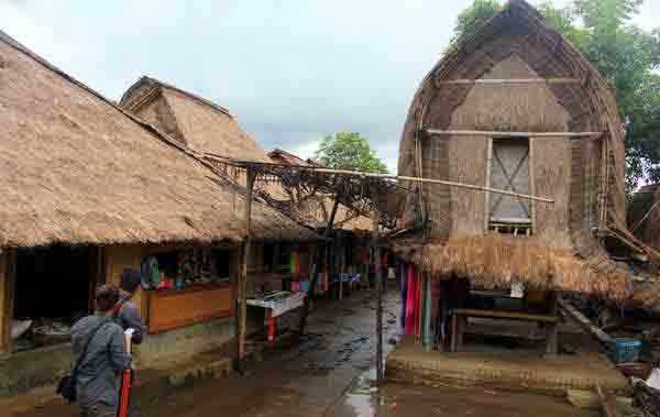 Rumah Adat Suku Sasak Sade Rekadeviratnasari Lombok Kab Tengah