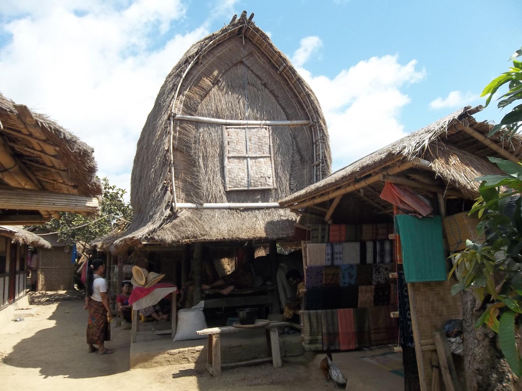 Uniknya Rumah Adat Desa Sade Ntb Times Kab Lombok Tengah