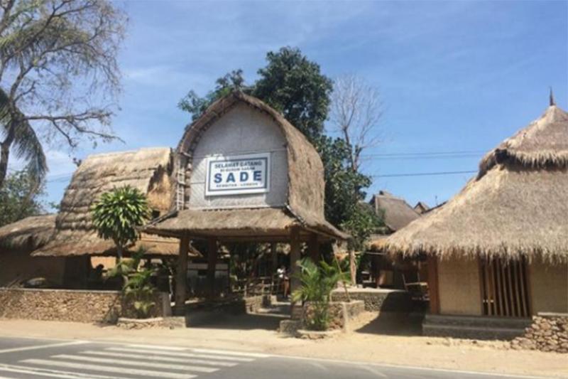 Wisata Unik Desa Sade Lombok Nampak Depan Rumah Adat Kab