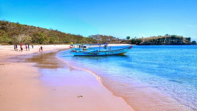 Indahnya Pantai Pink Lombok Timur Dagelan Family Mempunyai Nama Sebenarnya