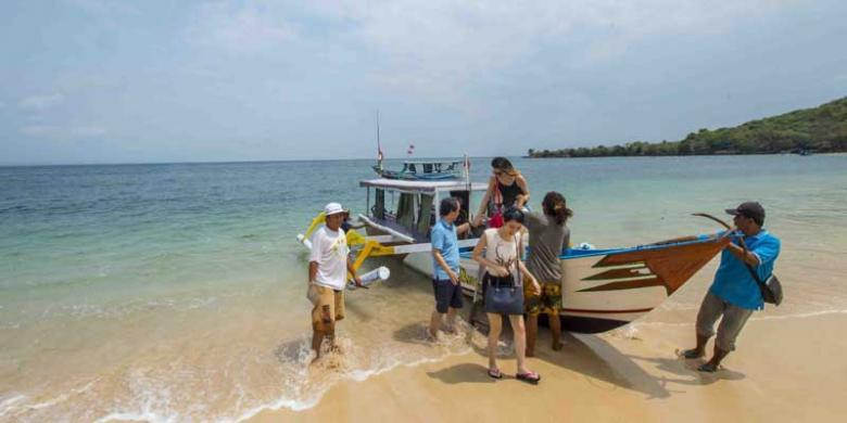 Rona Merah Bibir Pantai Tangsi Kompas Pink Kabupaten Lombok Timur