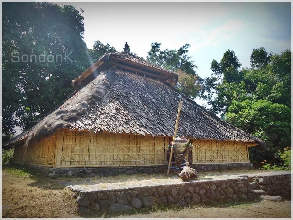 Masjid Kuno Bayan Beleq Lombok Utara Jalan Makan Warga Baik