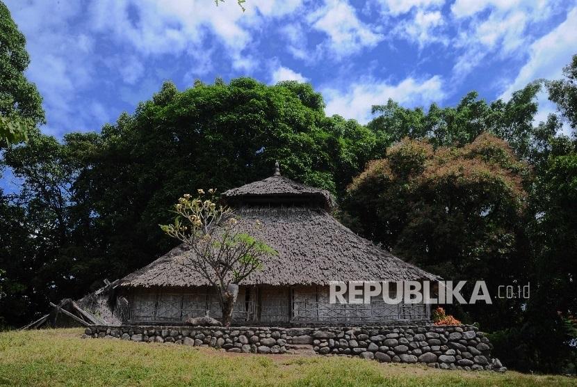 Menyambangi Masjid Kuno Bayan Republika Online Pengunjung Melintas Kompleks Beleq