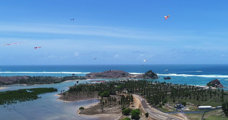2017 Lombok Atraktif Festival Layangan Pantai Kuta Tengah Sebagai Rangkaian
