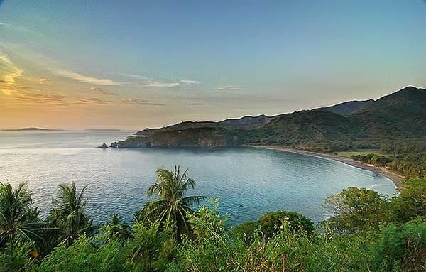 Malimbu Sudut Terkeren Mengintip Kecantikan Senggigi Lombok Pemandangan Pantai Image