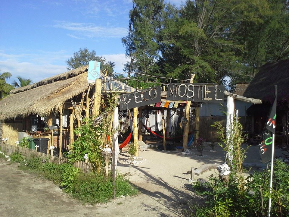 Gabriel Unterwegs Gili Meno Eco Hostel Family Community Generations People