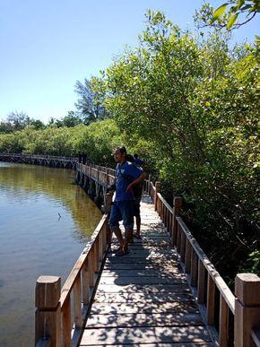 Kurang Terawat Pesona Danau Air Asin Gili Meno Butuh Polesan