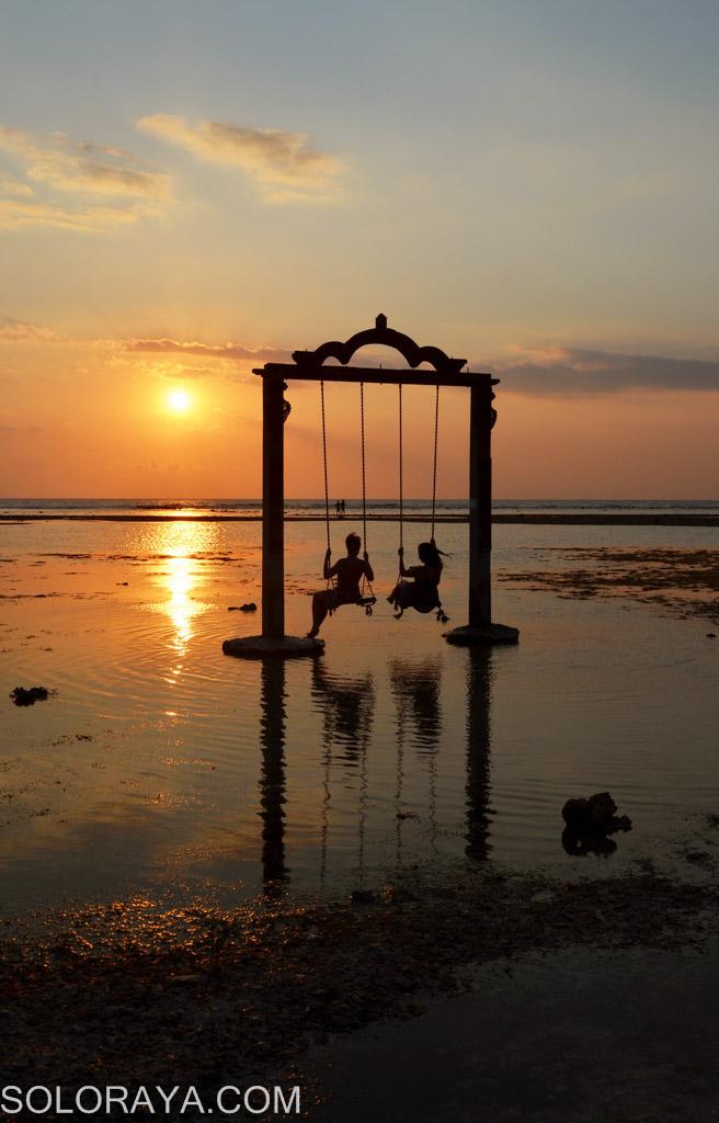 Sunset Indah Gili Trawangan Aengaeng Sejumlah Wisatawan Menikmati Matahari Terbenam